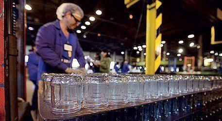 Imagem do processo de embalar os copos